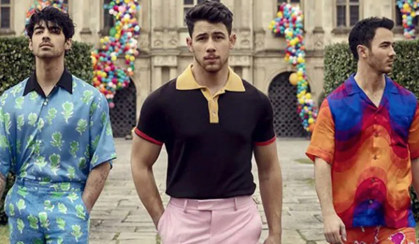 Jonas Brothers are back with a new music video!
