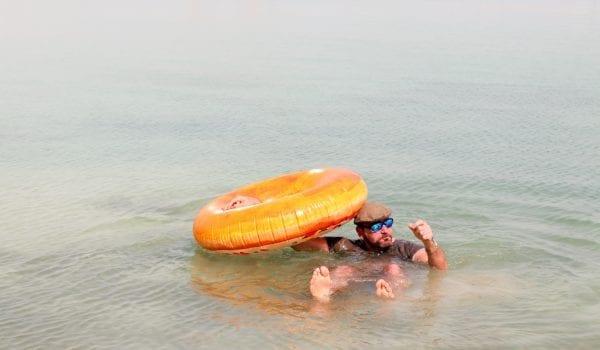 Man falls asleep on the ocean, sails into Barasti Beach!