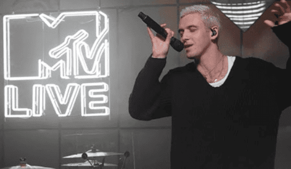 LAUV DOES AN AMAZING COVER OF THE WEEKND'S 'BLINDING LIGHTS'